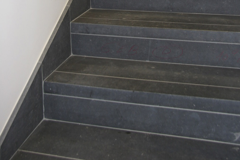 Natuursteen trappen steenkapperij den itter for Traptreden opmeten